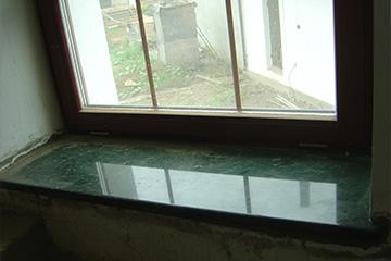 производство подоконников из камня